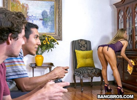BangBrosClips – Bath Time with Nicole Aniston