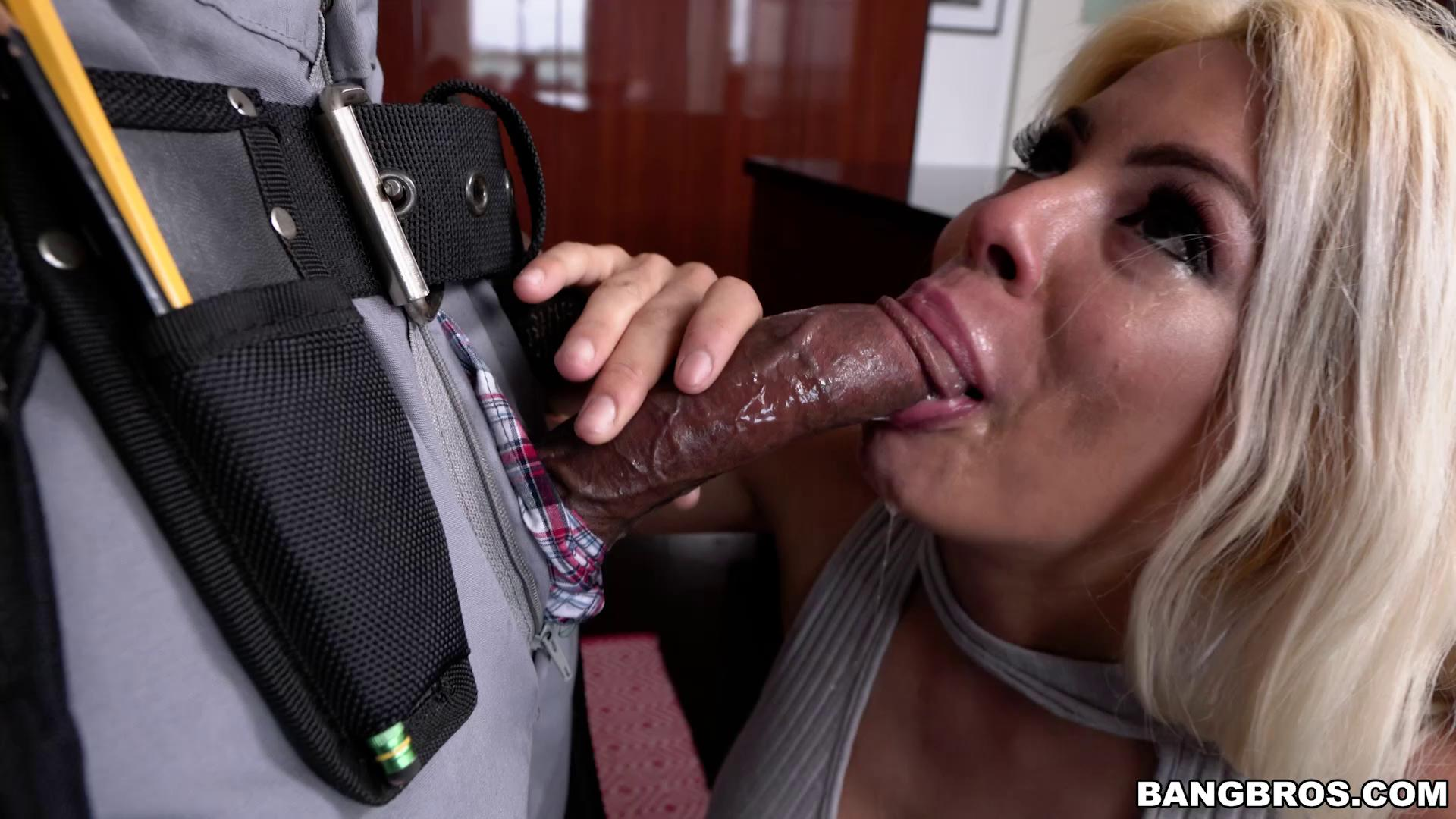 MonstersOfCock – Luna Star